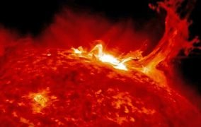 تصویری از یک شراره خورشیدی