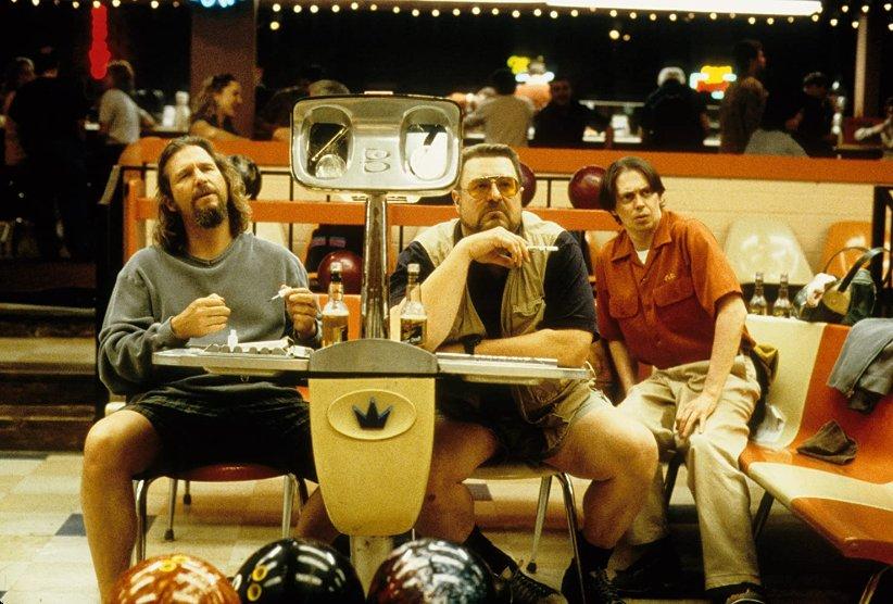 نمایی از فیلم لبوفسکی بزرگ - بهترین فیلمهای دهه 90 میلادی