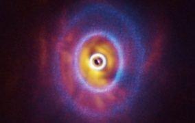 منظومهی GW Orionis از نگاه آلما و اسفر