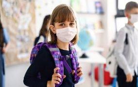کودکان در برابر کرونا و آنفولانزا در مدرسه