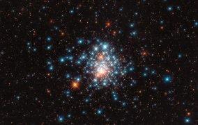 خوشهی ستارهای کروی NGC1805