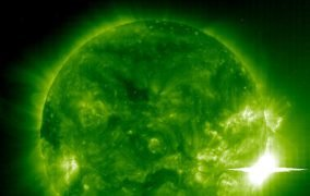 تصویری از شرارهی بزرگ خورشیدی در سال 2003 در طیف فرابنفش