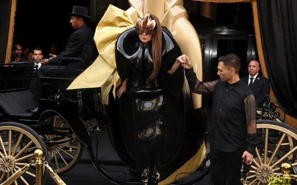 لیدی گاگا در مراسم معرفی عطر Fame با لباسی از ون هرپن