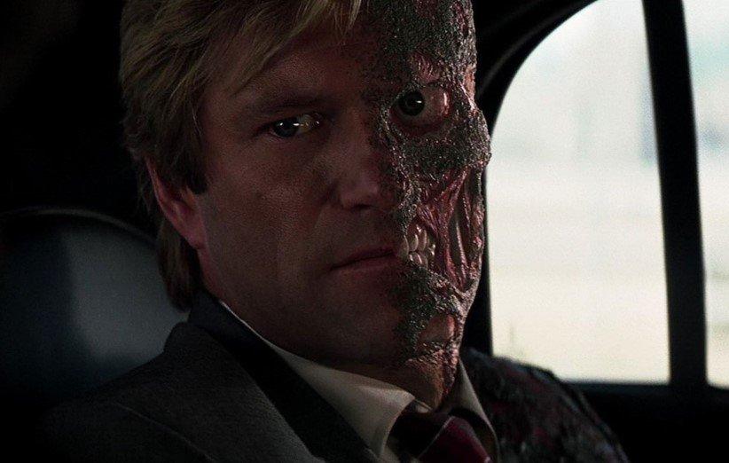 آرون اکهارت در نقش هاروی دنت