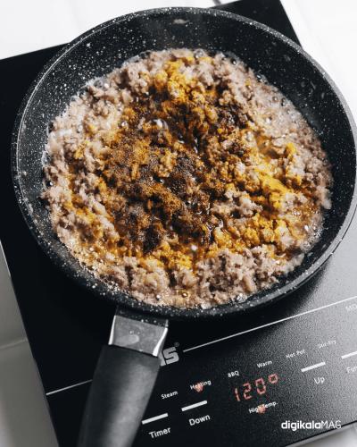 اضافه کردن ادویه به گوشت