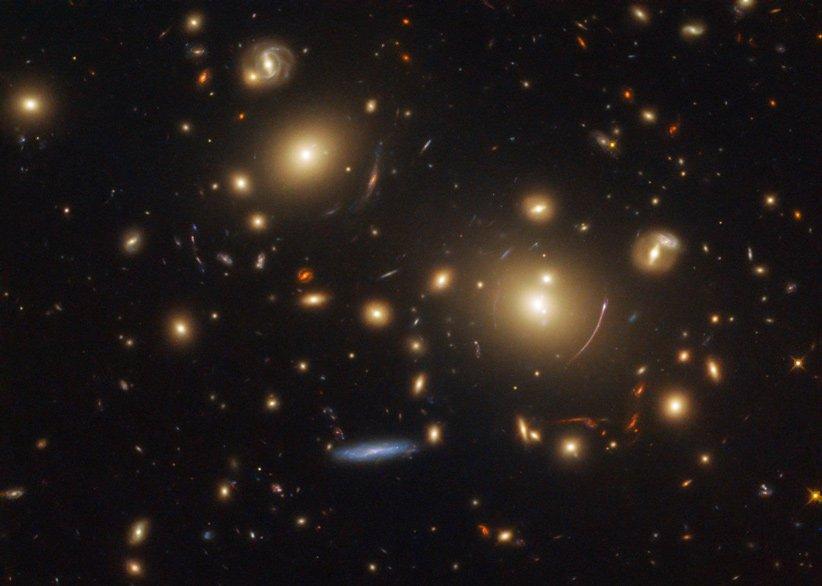 عدسی گرانشی خوشه کهکشانی