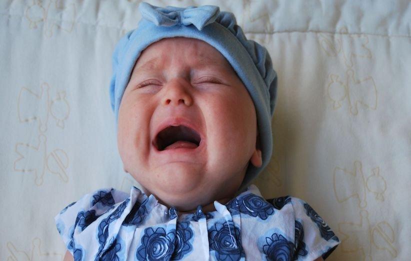 7 دلیل گریه در نوزادان و روشهای آرام کردن آن - کولیک روده