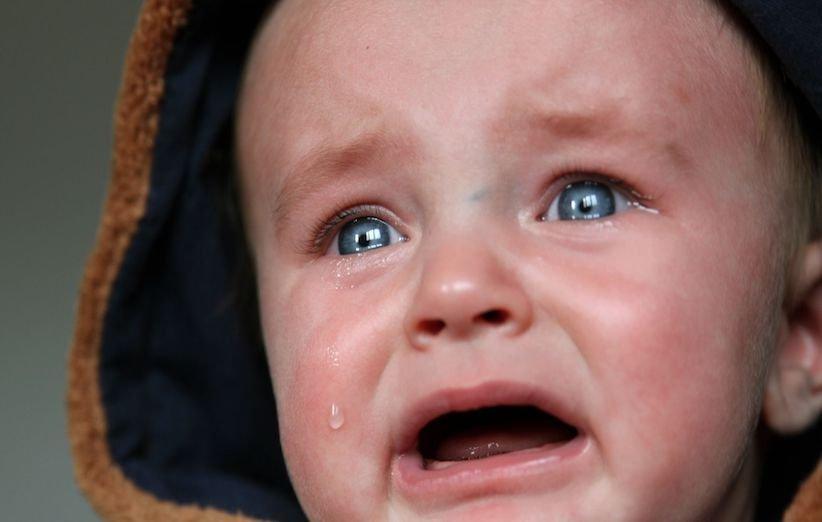7 دلیل گریه در نوزادان و روشهای آرام کردن آن - خستگی در کودک