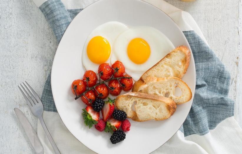 تخم مرغ از جمله بهترین خوراکیهای چربی سوز