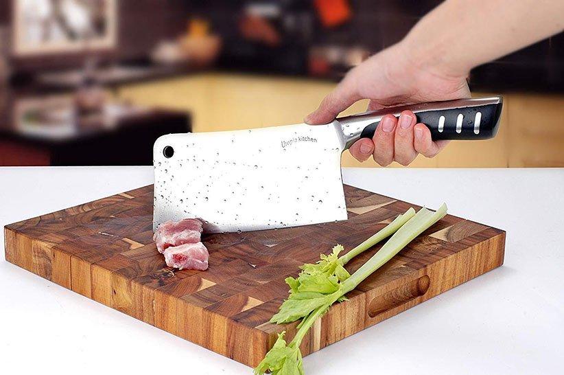 ساطور یکی از انواع چاقوهای آشپزخانه است