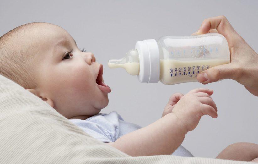 نوزاد هر چند وقت یکبار باید شیر بخورد؟