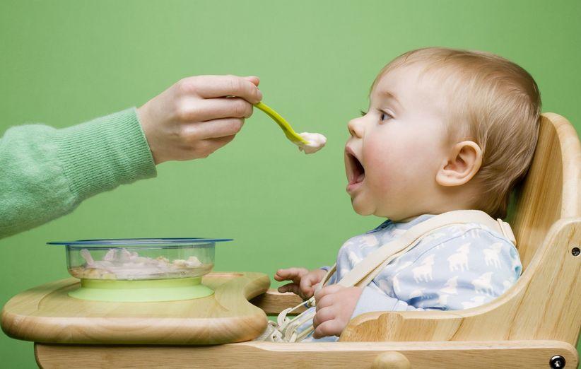 غذای جامد در برنامه غذایی نوزاد در سال اول