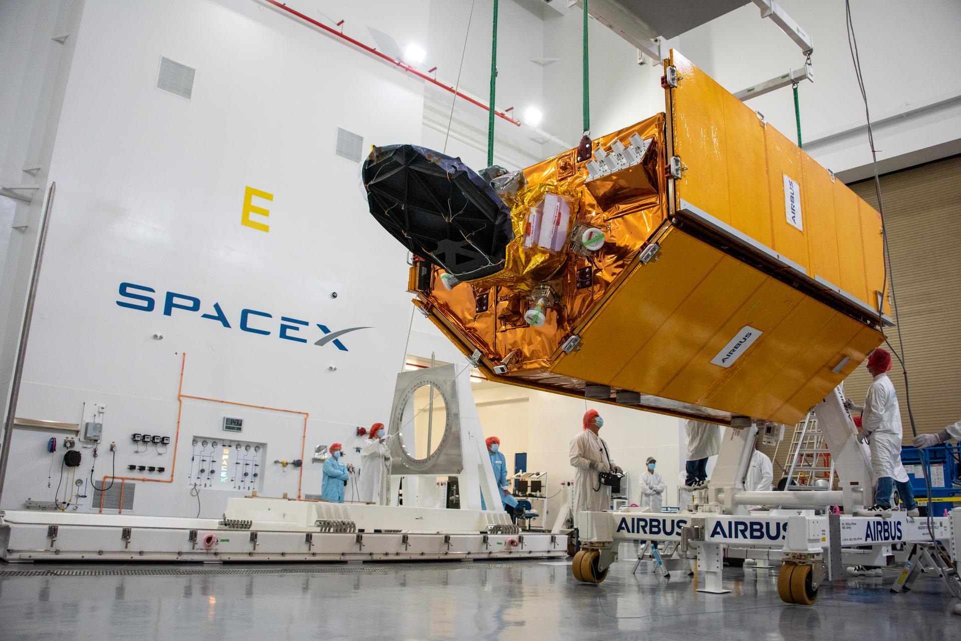 ماهوارهی سنتینل-6 در تأسیسات اسپیسایکس