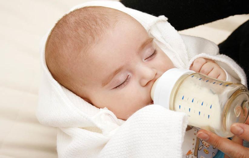 برنامهی غذایی نوزاد در سال اول