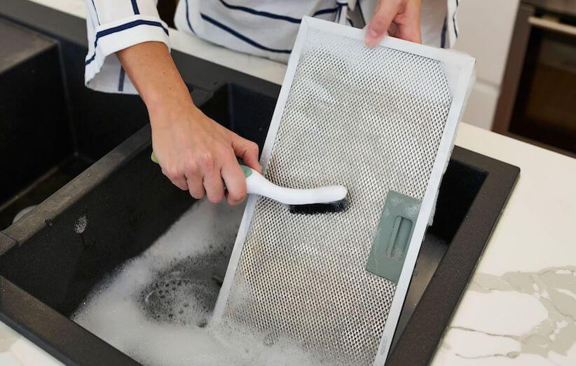 10 قدم برای تمیز کردن هود آشپزخانه - لایهبرداری کنید