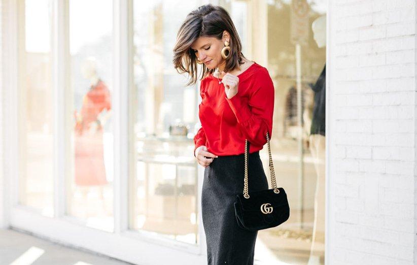شومیز قرمز و دامن کوتاه مشکی برای لباس پوشیدن در شب یلدا