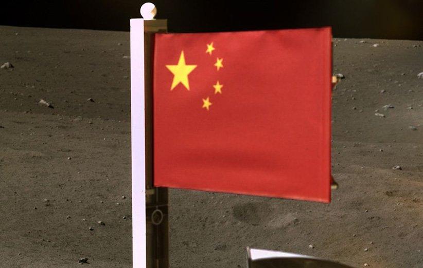 پرچم ملی چین برافراشته شده در سطح ماه طی مأموریت چانگای 5