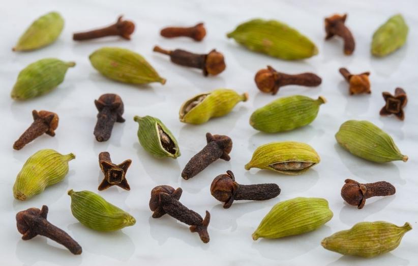 اسکراب چای - میخک و هل و جوز هندی