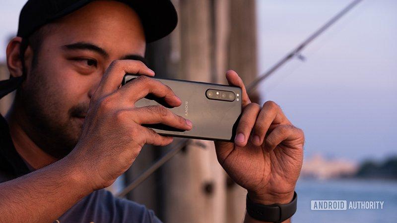 تصویری از گوشی سونی اکسپریا 1 II که رقیب قدرتمندی برای گوشیهای ال جی است - اکسپریا پرو