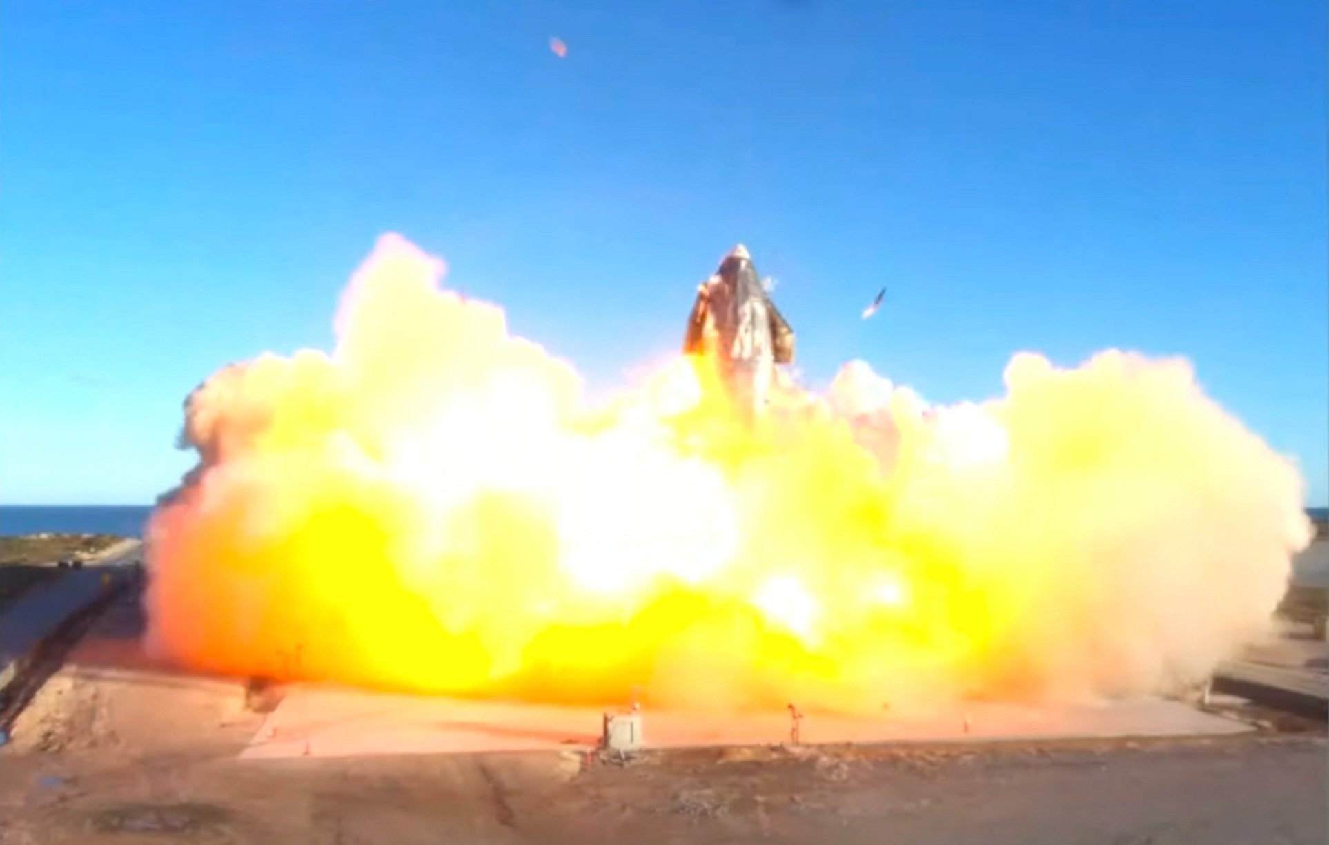 انفجار نمونهی اولیهی استارشیپ SN8 هنگام اجرای مانور فرود