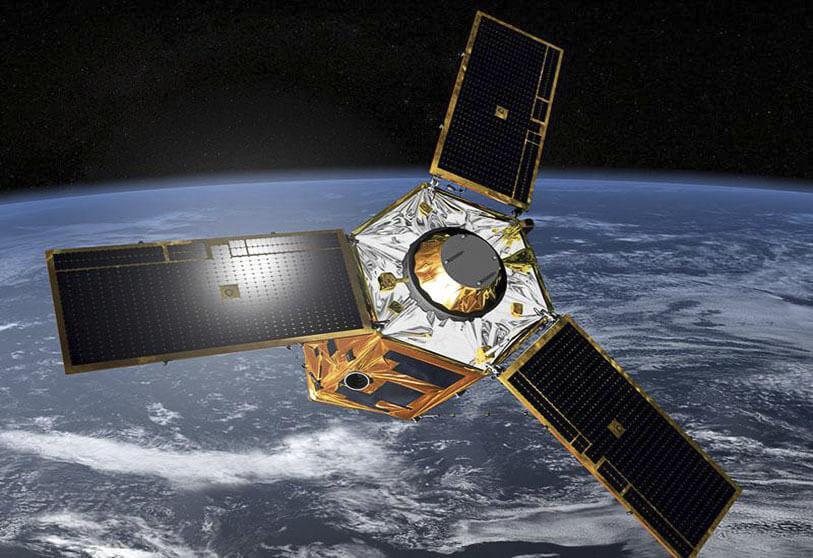 طرح گرافیکی ماهوارهی چشم شاهین امارات در مدار