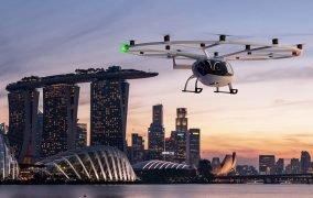 طرحی گرافیکی از پرواز هواگرد شهری الکتریکی ولوسیتی شرکت ولوکوپتر بر فراز سنگاپور