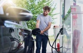دو دلیل که نشان میدهد چرا عاشق بوی بنزین هستید