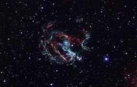 تصویری از بقایای انفجار ابرنواختری 1E 0102.2-7219 از نگاه هابل