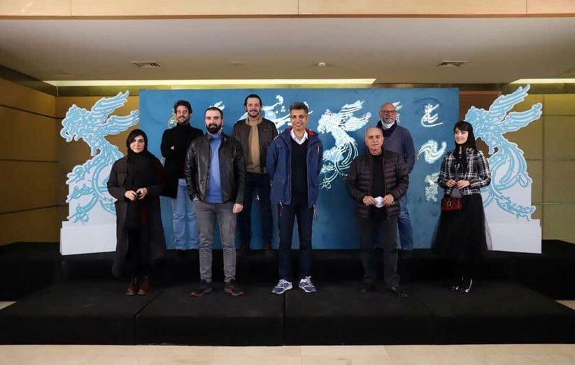 جشنوارهی فیلم فجر 99 آغاز شد؛ عادل فردوسیپور برای «بی همه چیز» به سینما آمد