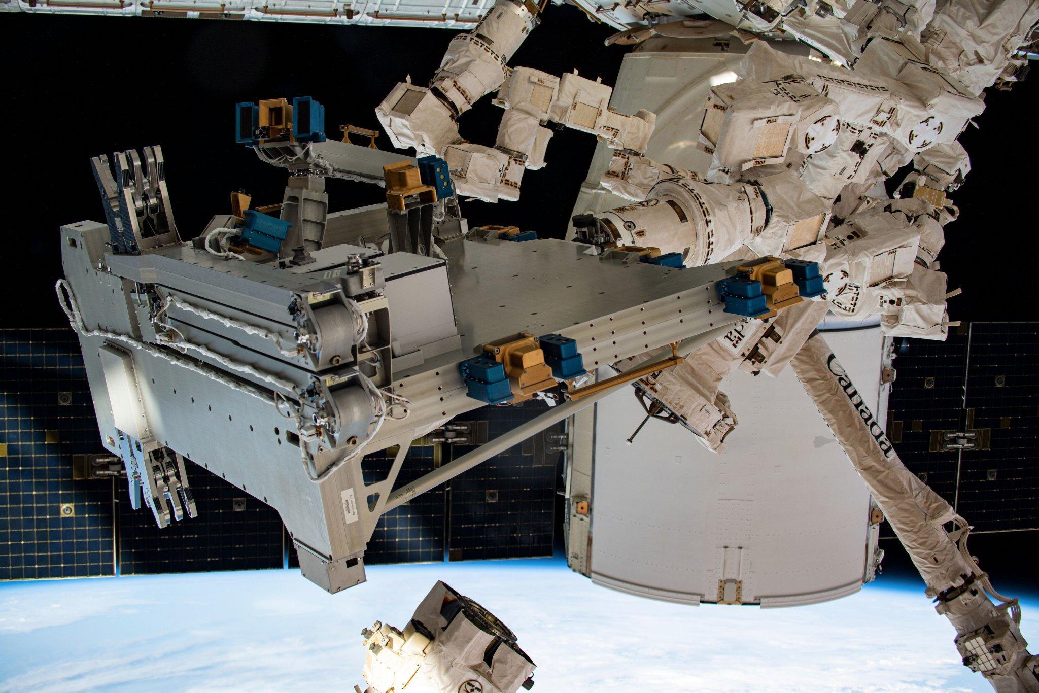 تحویل آزمایشگاه بارتولومئو به ایستگاه فضایی توسط کپسول باری دراگون اسپیسایکس