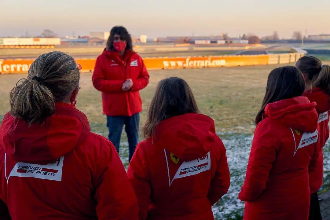 فینالیستهای رقابت دختران در پیست