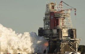 آزمایش همزمان چهار موتور موشک سامانهی پرتاب فضایی ناسا (SLS)