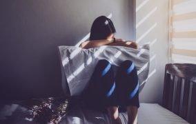 PMS چیست و چگونه با افسردگی قبل از پریود کنار بیاییم