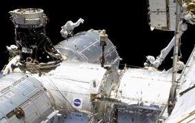 مایک هاپکینز در نخستین راهپیمایی فضایی سال 2021