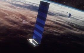 طرحی گرافیکی از یکی از ماهوارههای صورت فلکی ماهوارهای استارلینک در مدار