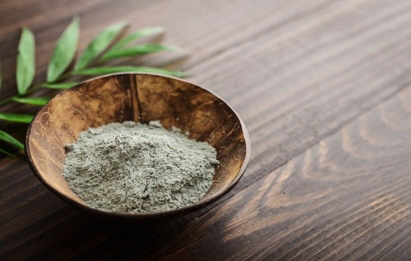 خاک رس سبز، ناجی پوست یا یک افسانهی قدیمی