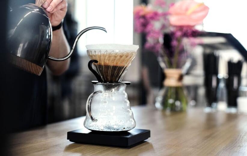 چطور با دمافزار V60 در خانه قهوه درست کنیم؟