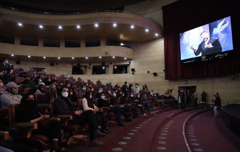 چهارمین روز جشنواره فیلم فجر 99؛ یک دقیقه سکوت برای انصاریان