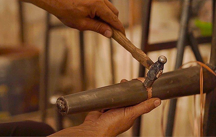 قصه آینه شمعدان مسی که برای هنرمند یزدی سرنوشتساز شد
