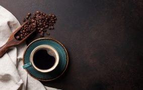 آسیاب کردن قهوه با 6 روش ساده، بدون نیاز به آسیاب مخصوص