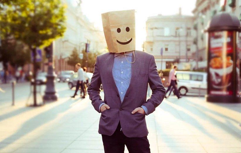 مرد مبتلا به اختلال اضطراب اجتماعی