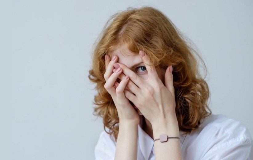 خانوم خجالتی بخاطر اختلال اضطراب اجتماعی