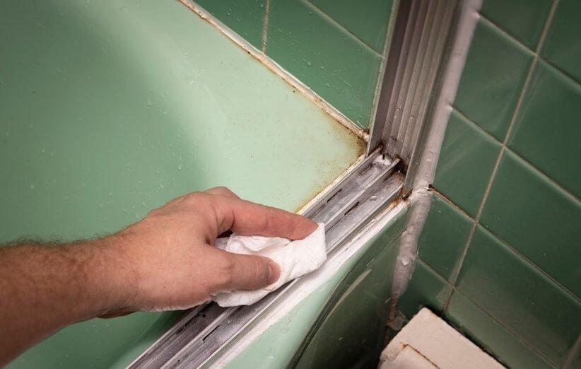 تمیزکاری - ریل پنجرههای کشویی