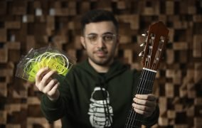 آموزش تعویض سیم گیتار کلاسیک