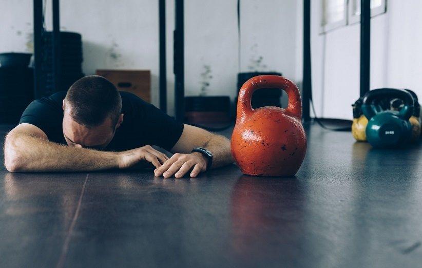خسته بودن همیشگی نشانهی اعتیاد به ورزش
