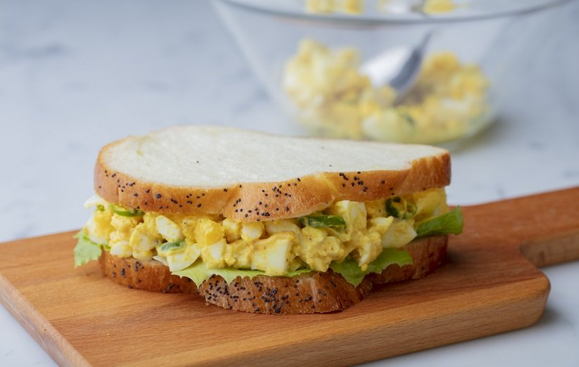 ساندویچ سالاد تخممرغ برای افطار