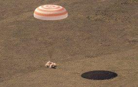 فرود فضانوردان مأموریت سایوز MS-17