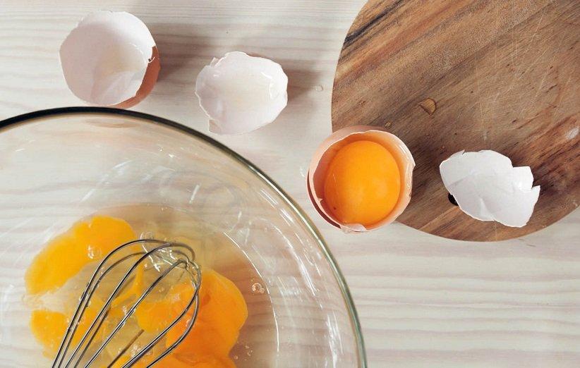 ماسک زردهی تخممرغ برای درمان خشکی مو