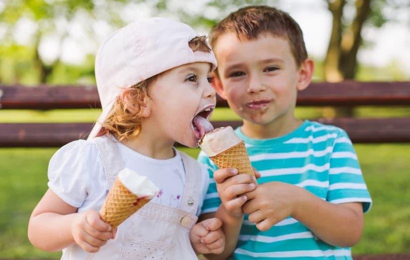 شستن لباس کودک - لکهی بستنی