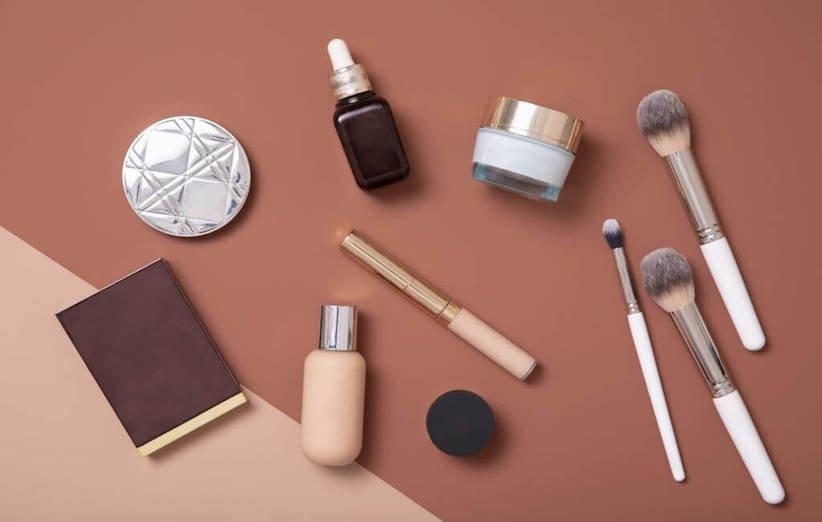 کاربردیترین ترفندهای پاک کردن لکهی لوازم آرایشی و بهداشتی
